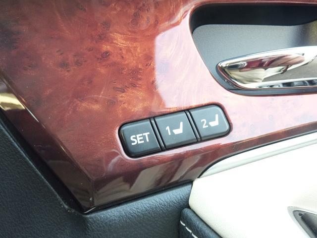 運転席は2人分記憶出来るシートメモリー装備です♪