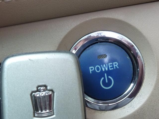 スマートキーはポケットやバックに入れたまま、ドアのロック アンロックやエンジン始動等が可能です♪楽々プッシュスタート式です♪