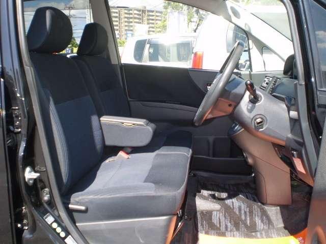 運転席周り アームレスト付ベンチシート