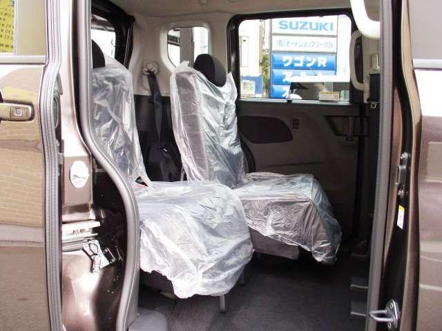 後部座席は32cmのロングスライド さらに室内高は139cm