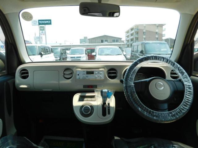 メーター・レバー・スイッチ類をシンプルにまとめスマートな空間は視界も広く快適です。