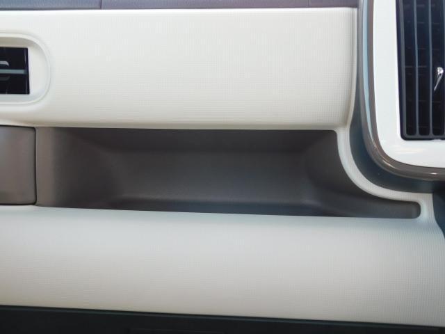 助手席前の収納スペース