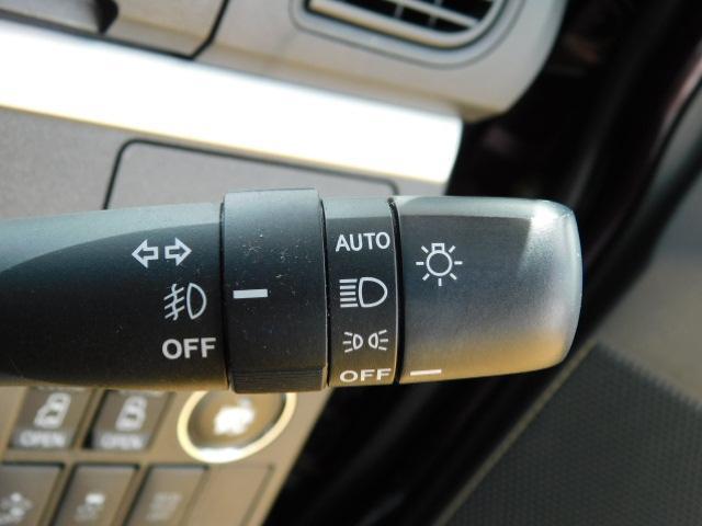 暗くなると自動でヘッドライトが点灯する便利なオートライト機能付♪