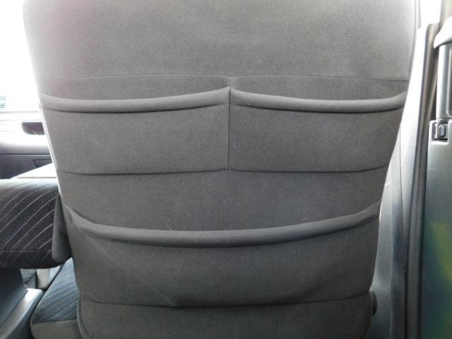 運転席シート後の収納ポケット