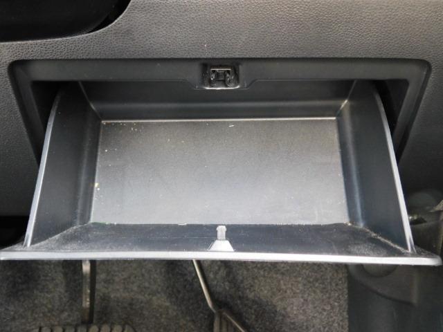 運転席側収納スペース