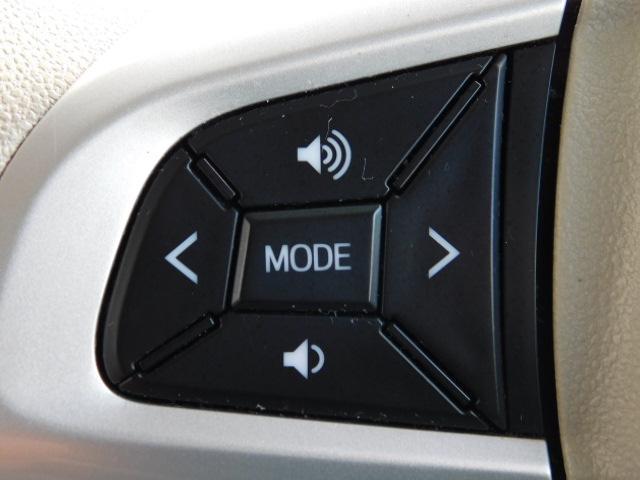 ステアリングスイッチ対応のオーディオやカーナビは、選曲やボリュームの調節がハンドルを握ったまま行える便利なステアリングスイッチ付