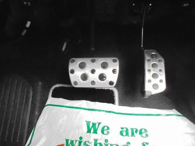 純正LEDビーム装備してます。ETC車載器が付いていますので、料金所で毎回止まらずにスムーズに通行できます♪弊社にてETCセットアップしてご納車いたします。