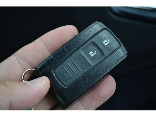 スマートキーはポケットやバッグに入れたまま、エンジン始動等が可能です。