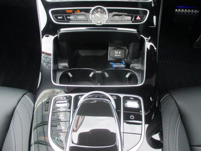 カップホルダー(前席・後席) 12V電源ソケット(前席・後席)