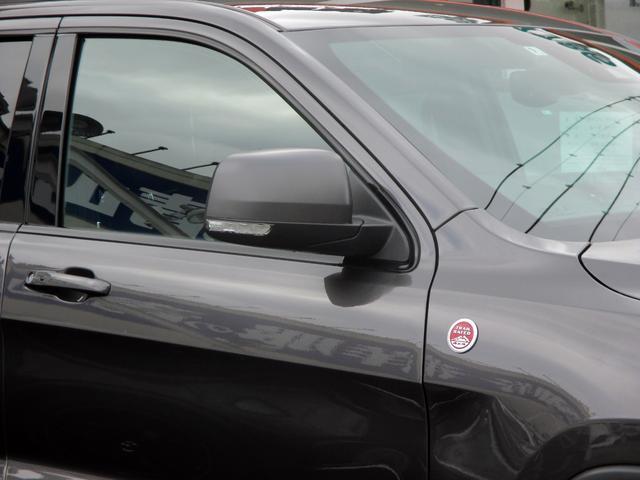 トレイルホーク 152台限定車 74台限定カラー スエードインサートレザーシート シートベンチレーション 専用18インチホイール ブラックボンネットデカール 純正ナビ 地デジTV フロントサイドバックカメラ(19枚目)