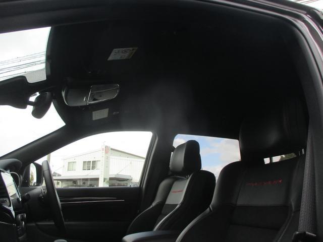 トレイルホーク 152台限定車 74台限定カラー スエードインサートレザーシート シートベンチレーション 専用18インチホイール ブラックボンネットデカール 純正ナビ 地デジTV フロントサイドバックカメラ(51枚目)