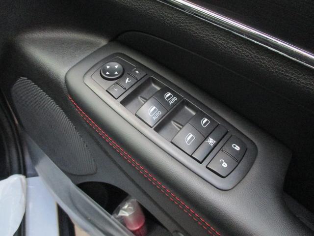 トレイルホーク 152台限定車 74台限定カラー スエードインサートレザーシート シートベンチレーション 専用18インチホイール ブラックボンネットデカール 純正ナビ 地デジTV フロントサイドバックカメラ(52枚目)
