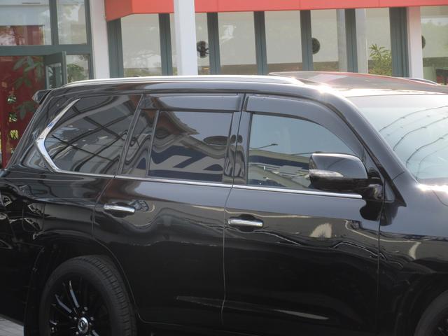 LX570ブラックシークエンス ワンオーナー 特別仕様車 8人乗り三列シート TRD21インチAW マークレビンソンサウンド セミアニリン本革シート(ダイヤモンドステッチ) シートヒーター・ベンチレーション パノラミックビューモニタ(8枚目)