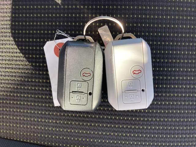 スマートキーが2個付いています。