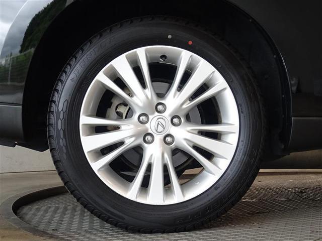 純正のアルミを装備、車の性能を充分に路面に伝えてくれます。