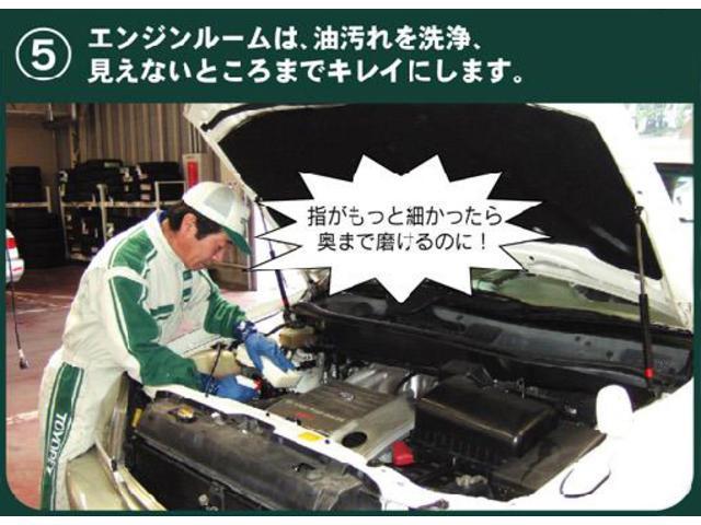 【商品化5】エンジンルームは、油汚れを洗浄、見えないところまでキレイにします。