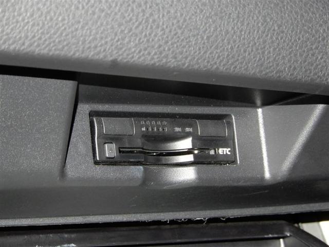 ステアリング付属のスイッチでオーディオの操作が可能です。スマートエントリーシステムを装備してます。