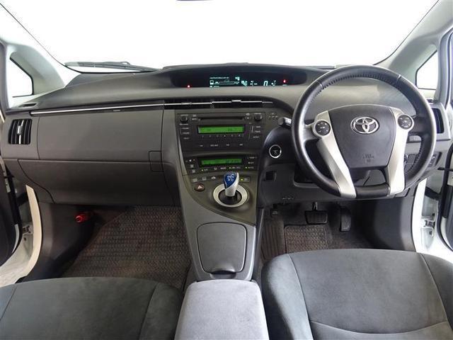 本革巻きステアリングで、快適な操作性の運転席です。