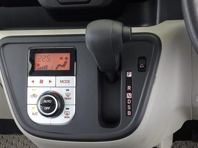 インパネ取付のシフトレバー、足元も広く、ギアの確認も楽です。室内をより快適に、オートエアコンを装備してます。