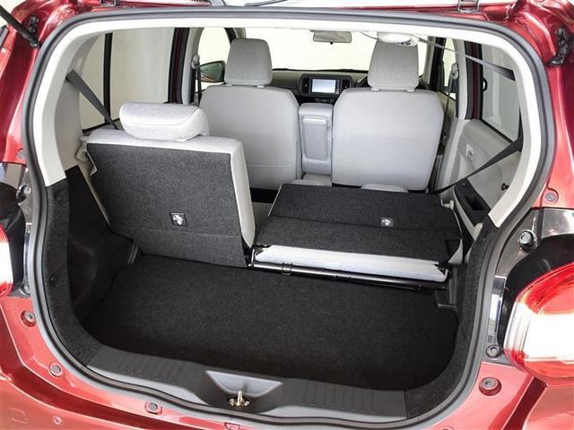 セカンドシートは独立可倒、荷物に合わせてラゲッジスペースをアレンジできます。