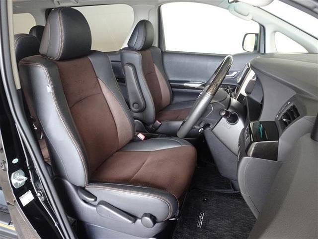 シートはメイン素材にアルカンターラを使用、高級感とやさしい使用感で人気です。