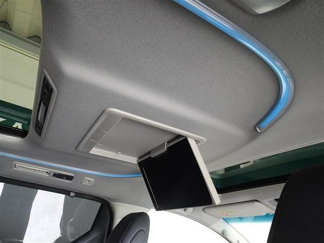 後席モニターを装備してます、後部座席の人も渋滞で退屈しません。