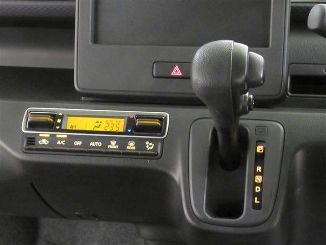 運転席周りの写真です。シートヒーターを装備してます。(運転席のみ)
