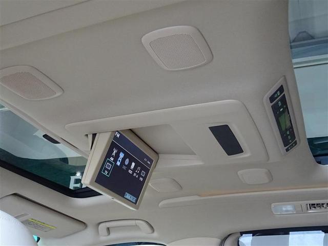 後席モニターを装備、後部座席の人も渋滞で退屈しません。