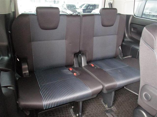 サードシートへの乗降りも簡単にできます