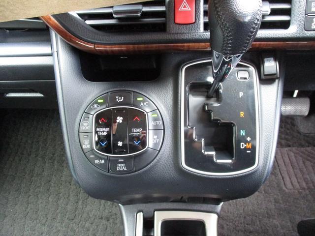 運転席と助手席独立して温度調整できるオートエアコン。Mポジュションに入れることで素早いシフトが可能な7速スポーツシーケンシャルモード付きCVTシフト