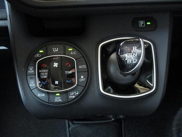 運転席と助手席それぞれの体感温度の違いに対応するオートエアコン。エレクトロシフトマチック