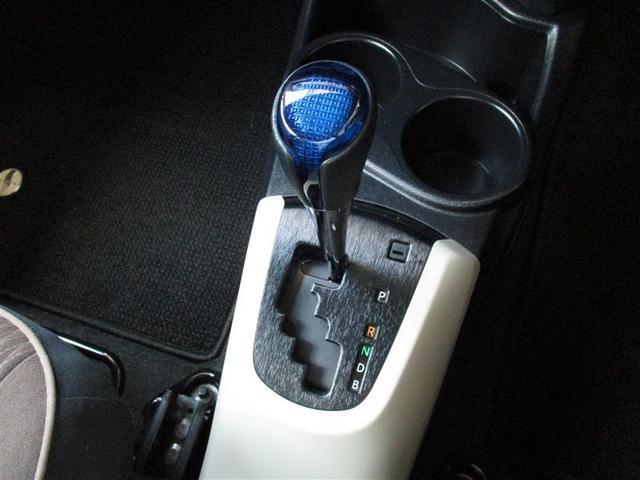 ガソリン車と同じゲートタイプのシフトパターンで違和感なく操作できます