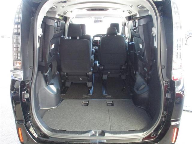 5:5分割サードシートはレバーひとつで簡単に跳ね上げて格納できるスペースアップシート。乗車人数や様々な荷物に対応します