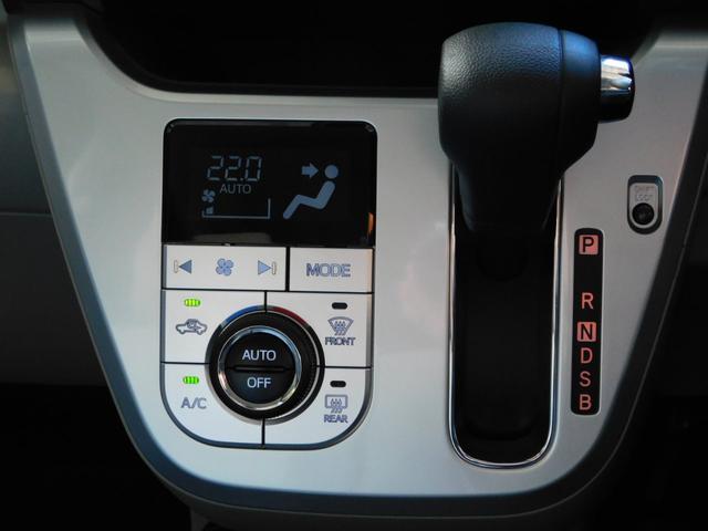室内を快適な温度に保つオートエアコンと操作しやすい位置にあるCVTシフト