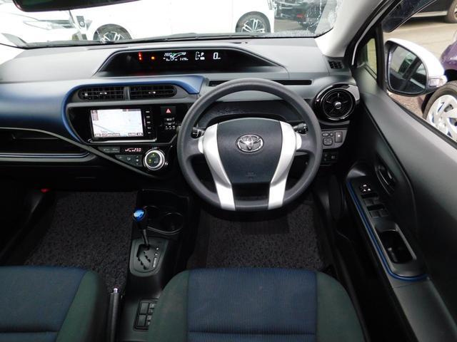 S トヨタセーフティーセンス スマートエントリー&LEDヘッドランプパッケージ スタンダードSDナビ&バックガイドモニター ETC(4枚目)