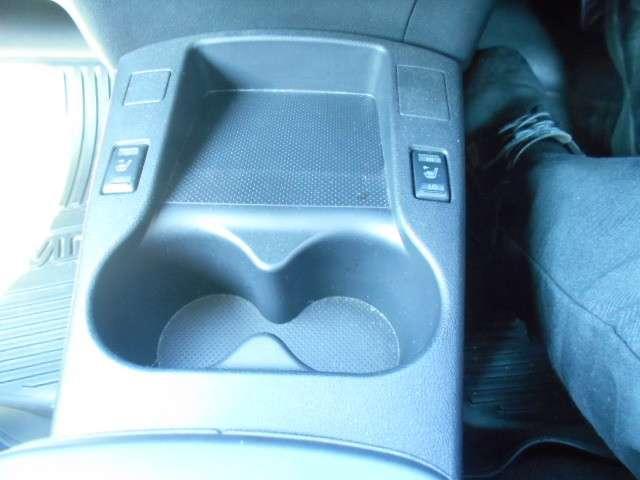 日産リーフはシートヒーター(運転席、助手席)、後席クッションヒーターを標準装備。からだが触れる部分を直接あたためて体感温度をあげることで、エアコンを使わなくてもからだがポカポカしてきます◎