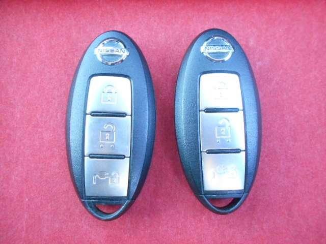 インテリジェントキー搭載なので、ポケットやバッグからキーを取り出さずにロックの開閉、エンジンの始動&停止ができちゃいます♪さらに、うっかり車内にキーを閉じ込めてしまった!という心配もなくなります。