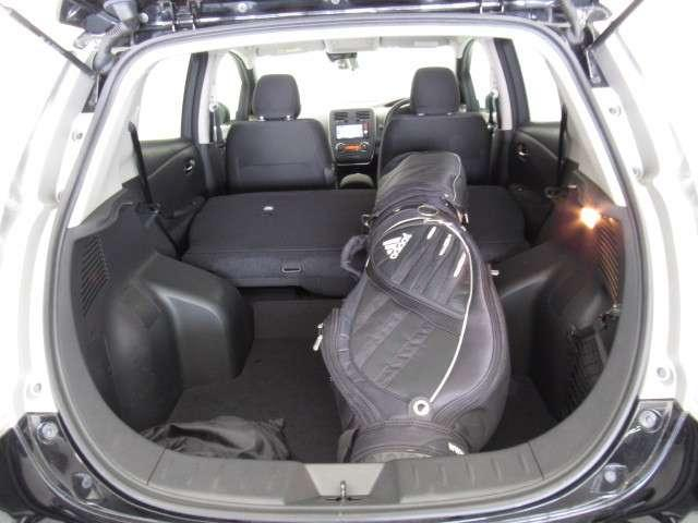 リーフの荷室容量は330L!9インチのゴルフバッグならシートをたたまずに2個積車可能です◎シートをたためばさらに大容量で長物の積車もお任せください!