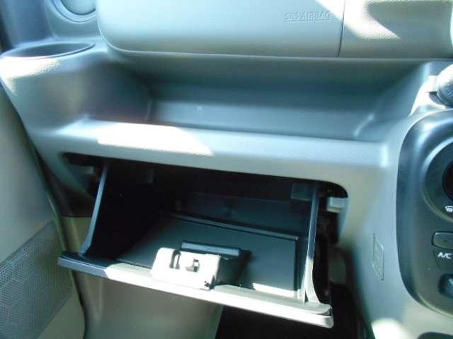カップホルダー(運転席・助手席)、インストトレイ(助手席側)、フロントドアポケット、グローブボックス、インストボックス、インストフック 、インストトレイ(中央)、インストポケットなど収納たっぷり◎