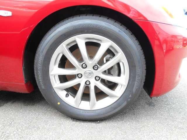 展示にあたりタイヤ4本をブリジストン製ミニバン用タイヤに交換しました!ミニバン用タイヤは安い物ではないので新品に交換されているのはとても嬉しいポイントですね!