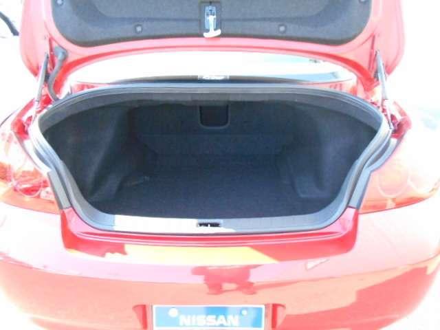 容量はクラストップレベルの430L(VDA方式)を確保。9インチのゴルフバッグ4個とスポーツバッグ2セットの収納が可能です◎