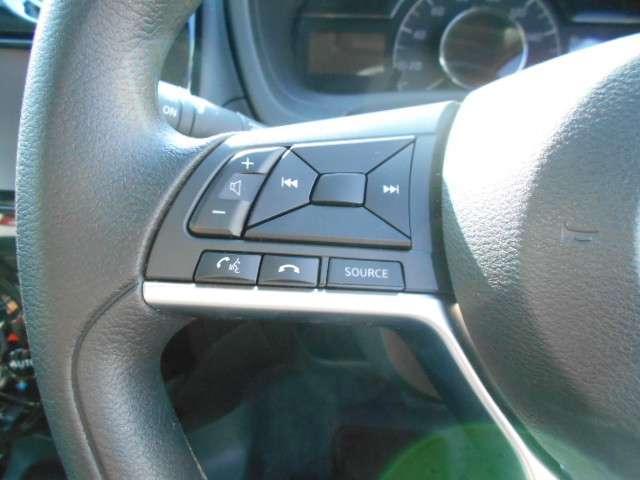 ステアリングスイッチが付いていますので、簡単なナビ操作がハンドルから手を離さず、視線も移さず操作できるので安全ですね!