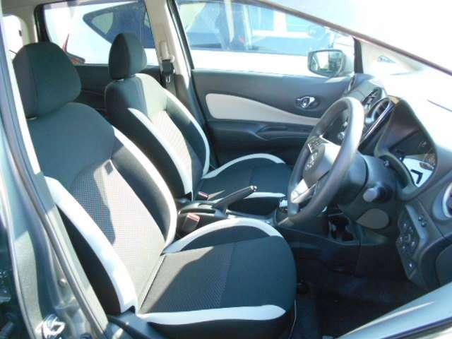 乗り心地、適度なホールド感で運転しやすいフロントシ-トです。長距離ドライブもお任せください!