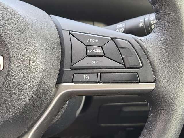 速度を設定すれば、アクセルを踏まなくても設定速度で走行してくれるクルーズコントロール機能付です!高速道路の長距離運転も疲れません♪ハンドルはきちんと握って安全運転してくださいね!