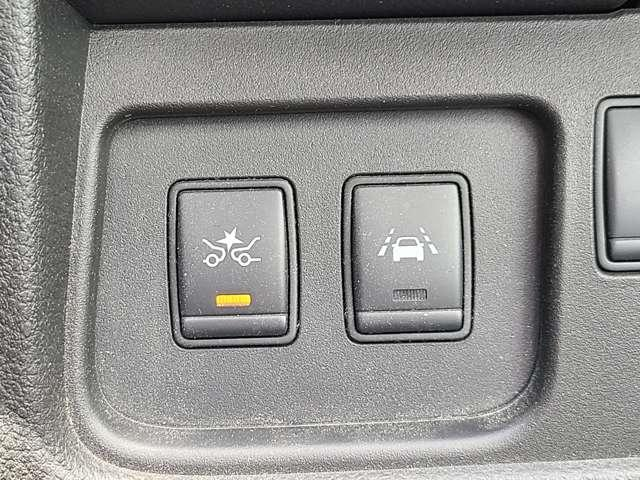 クルマの周囲をセンサーやカメラが監視。いつでも安心して運転できるようドライバーをサポート☆さらに危険な状態になりそうなときも車が瞬時に判断して危険回避をアシストしてくれるエマージェンシーブレーキ搭載!
