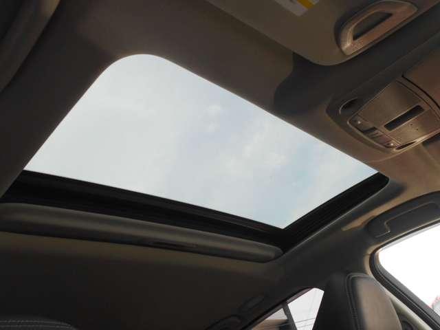 フォグランプが雨の日や霧などの視界の悪い日でも、前方を見やすくしてくれます◎さらに、もしもの濃霧のときでも相手に自分の車の存在を気づかせることになるので、事故を未然に防ぐことができます。