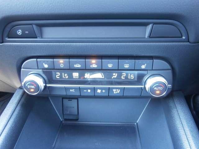 エアコンはフルオートエアコンです☆快適な空間で運転していただけます☆またシートヒーター、ステアリングヒーターが装着されています。冬の運転も快適です。