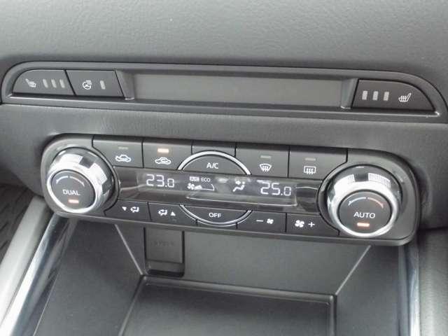 デュアルオートエアコンですので左右それぞれに吹き出し温度を調整できます。