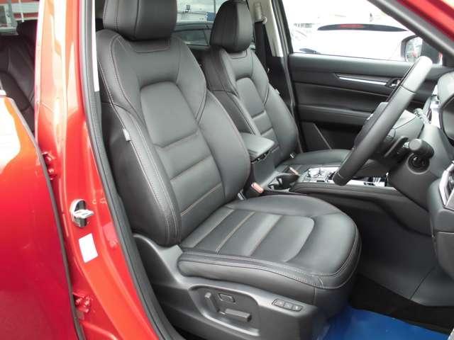 フロントシートは両席パワーシートとなります。運転席側はメモリー機能付きです。