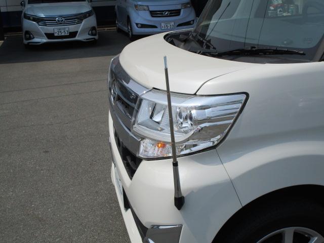 お車が新しくなって車幅感覚になれるまでお時間がかかる事と思います。このフェンダーポールがあれば確認しづらい左前の障害物が確認できて安心デス!